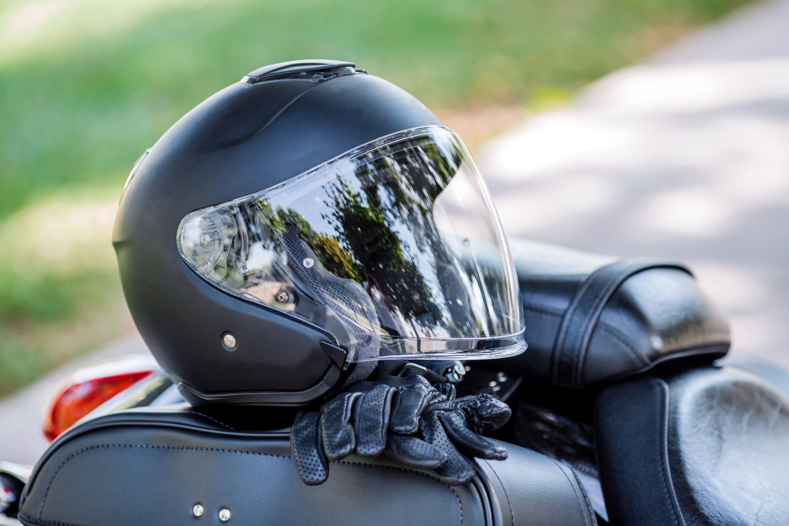 Casque de moto : la réglementation pour choisir son casque