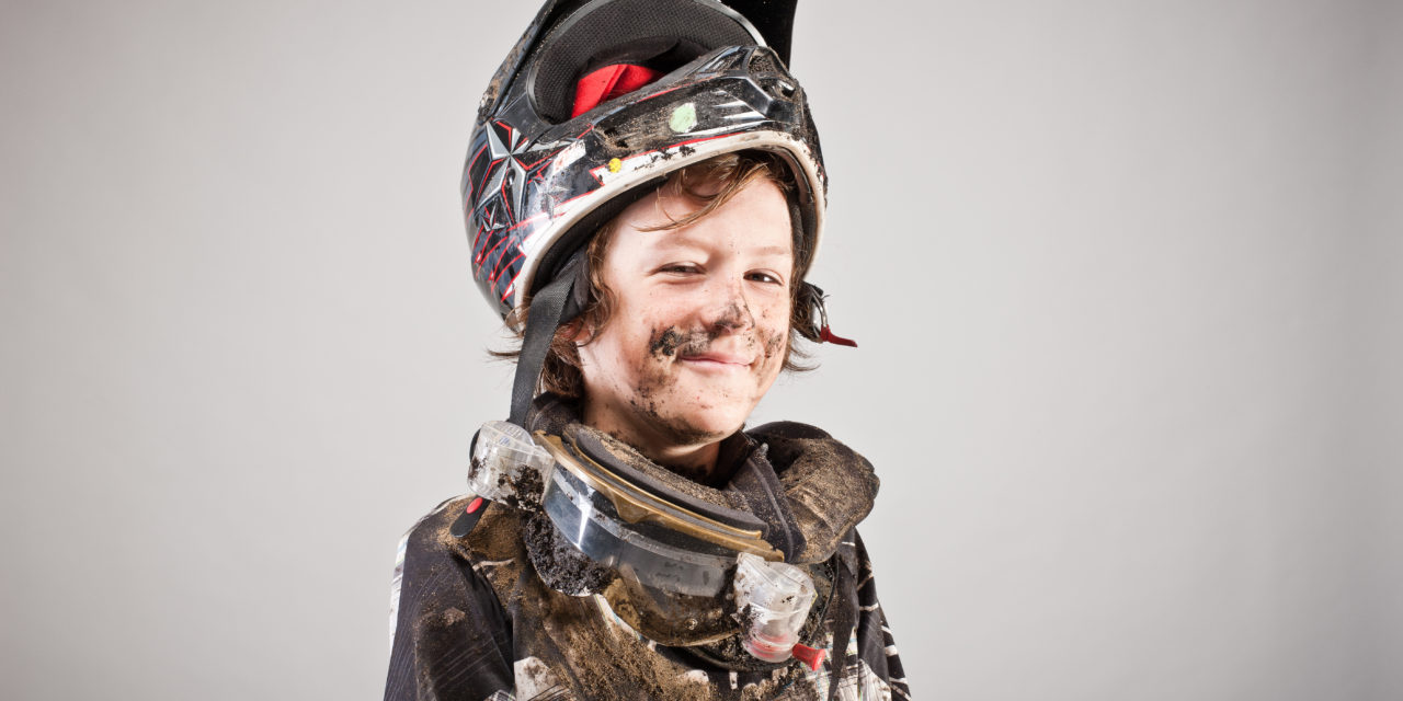 Comment choisir le casque de moto-cross de son enfant ?