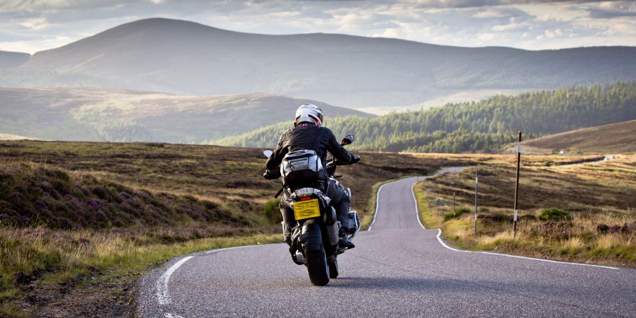 Comment reconnaître un casque de moto cross homologué route ?